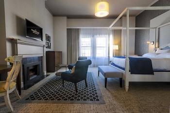 Loft, Fireplace (Suite)