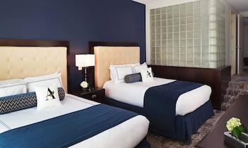 Deluxe Suite, 2 Queen Beds