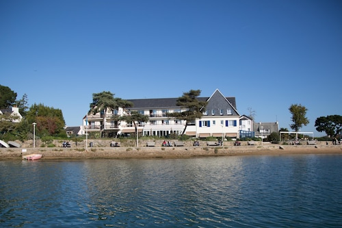 . Best Western Plus Hôtel Le Roof