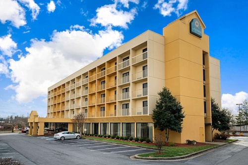 . La Quinta Inn & Suites by Wyndham Kingsport TriCities Airpt