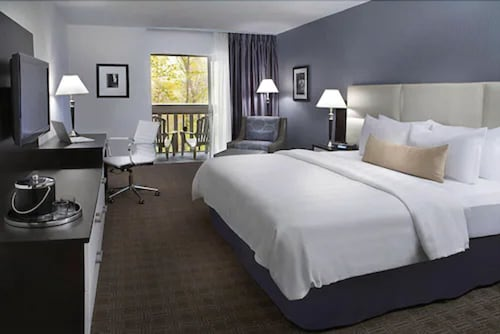 . Toronto Don Valley Hotel and Suites