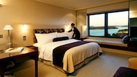 Deluxe Room, 1 King Bed, Harbor View (Eastern)