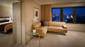 Signature Suite, 1 King Bed (Harbour)