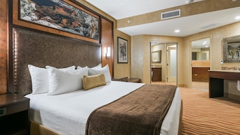 Junior Suite, 1 King Bed, Non Smoking, Refrigerator & Microwave