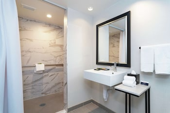 One Bedroom Suite, 1 King Bed, Accessible (Mobility & Hearing, Roll-in Shower) Kitchenette