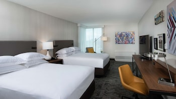 Deluxe Room, 2 Queen Beds (Mobility & Hearing, Roll-in Shower)
