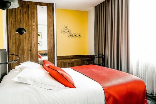 . Hostellerie du Chapeau Rouge