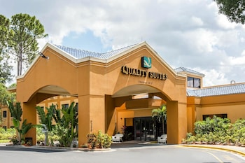 Exterior at Quality Suites in Orlando