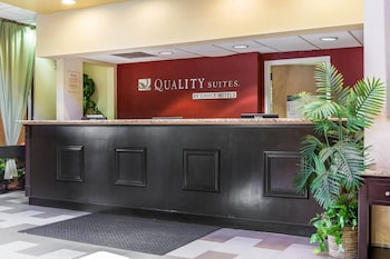 Lobby at Quality Suites in Orlando