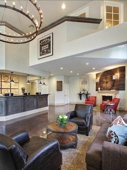 Hotel - Anaheim Camelot Inn & Suites