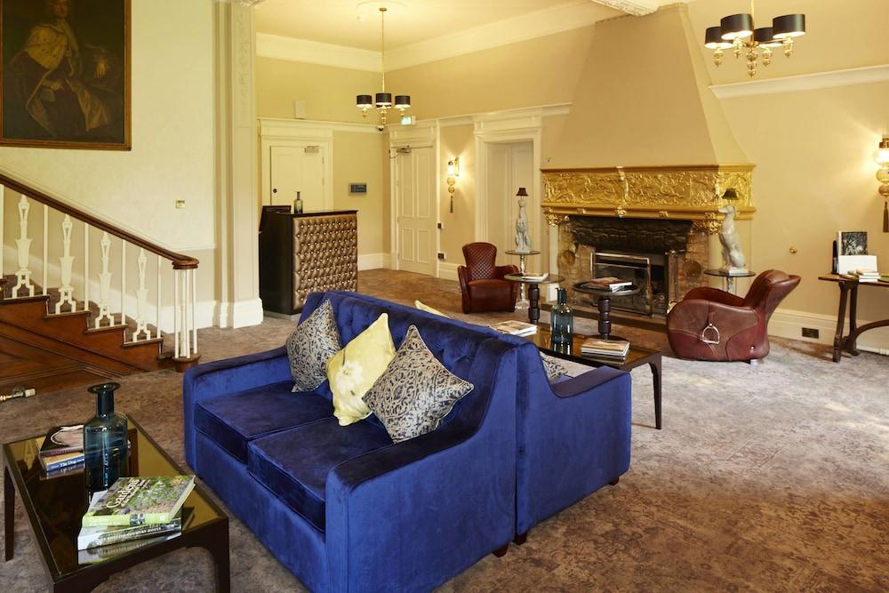 머큐리 뉴베리 엘코트 파크 호텔(Mercure Newbury Elcot Park Hotel) Hotel Image 1 - Lobby Sitting Area
