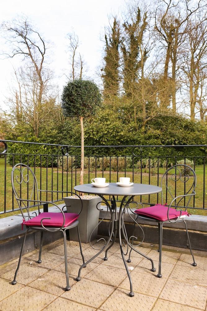 머큐리 뉴베리 엘코트 파크 호텔(Mercure Newbury Elcot Park Hotel) Hotel Image 39 - Terrace/Patio