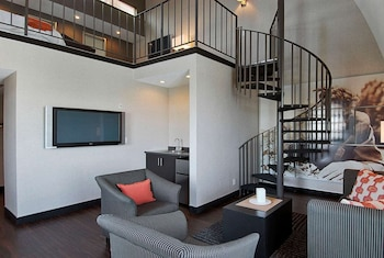 Suite, 1 King Bed, Non Smoking (Spiral Loft)