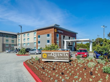 La Quinta Inn & Suites by Wyndham San Francisco Airport N photo