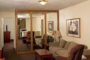 Standard Room, 1 Queen Bed, Smoking, Refrigerator