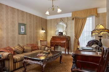 Royal Family Suite (two-bedroom)