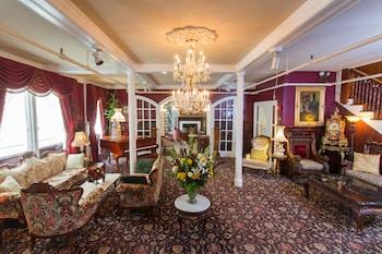 Hotel - Queen Anne Hotel