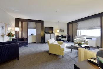 Spacious Corner Suite