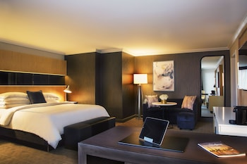 Deluxe Room, 1 King Bed (Preferred King)