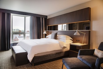 Deluxe Room, 1 King Bed (City View King)