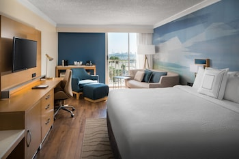 Room, 1 King Bed with Sofa bed, Balcony, Harbor View (The Queen Mary view)