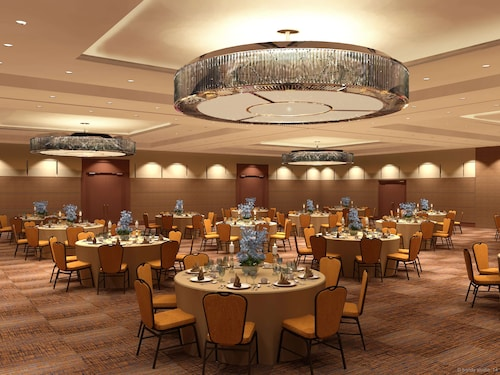 . DoubleTree by Hilton Chicago - Arlington Heights