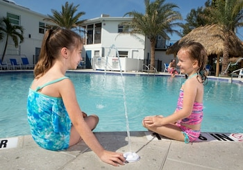 Hotel - Siesta Key Beach Resort & Suites Tiki & Pool