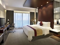Luxury Room (City or Bay View)