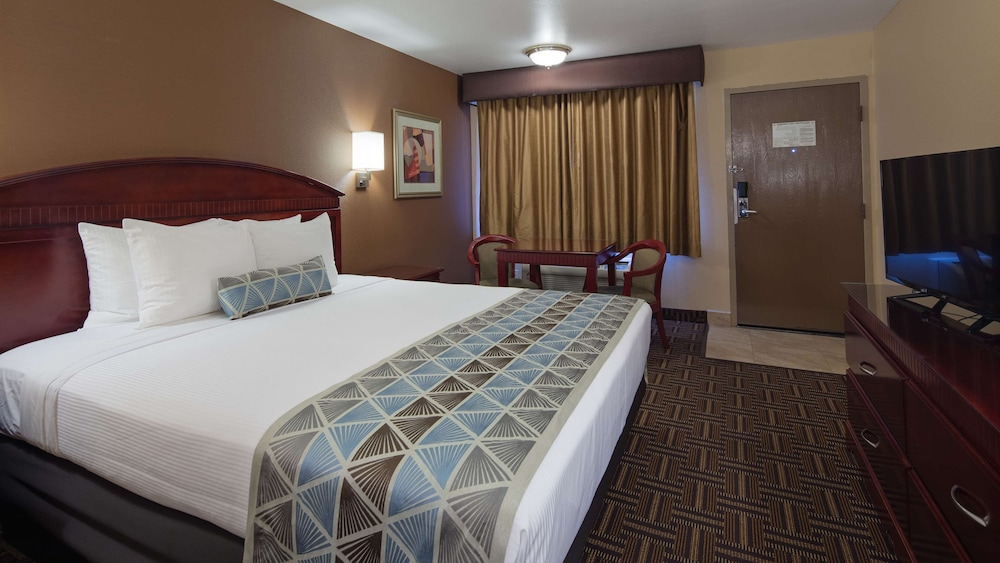 Standard Room, 2 Double Beds, Accessible, Bathtub