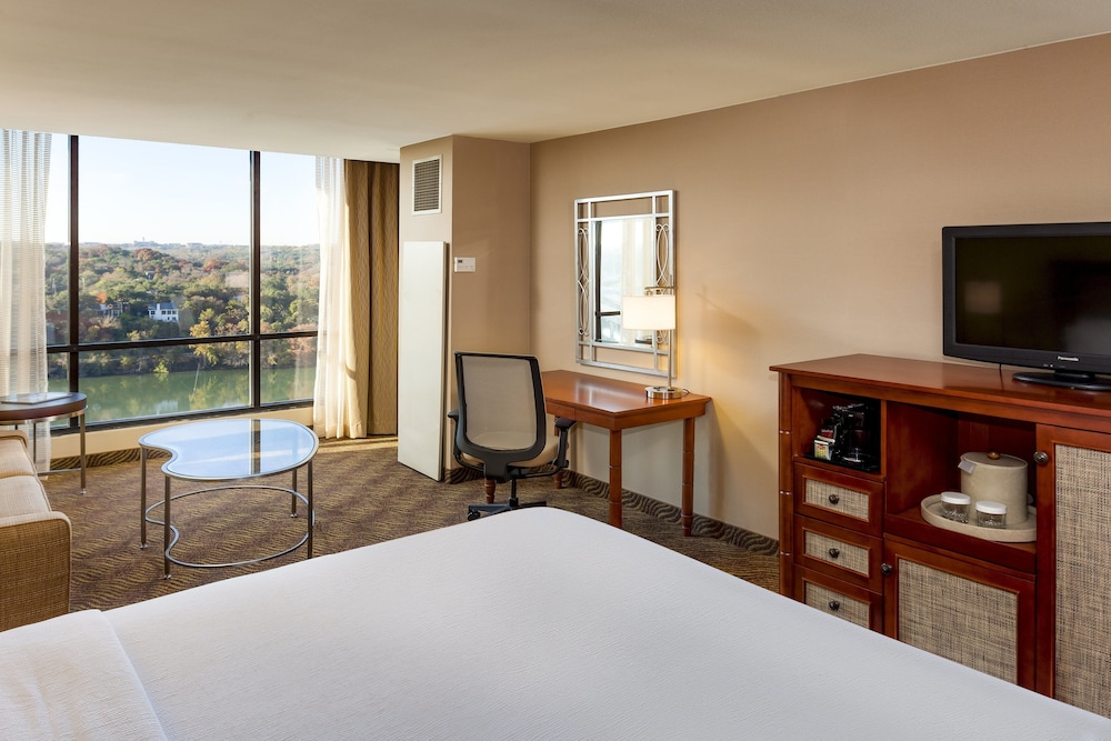 Room, 1 Double Bed, Accessible, View (Roll-In Shower)