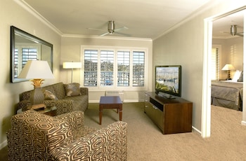 Suite, 1 King Bed with Sofa bed, Non Smoking, Marina View (with Sofabed)