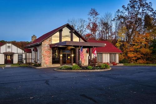 . Red Roof Inn & Suites Hazleton