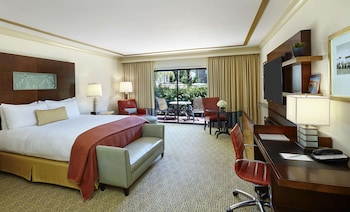 Club Room, 1 King Bed, Patio