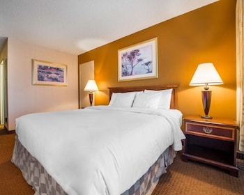 Colorado Vacations - Clarion Inn - Property Image 1