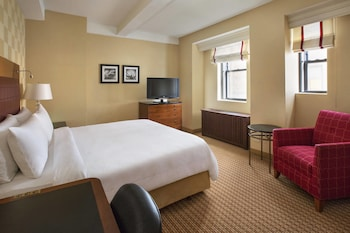 Guestroom at New York Marriott East Side in New York