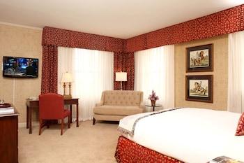 Classic Room, 1 Queen Bed (Club)