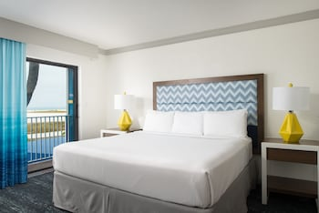 Traditional Single Room, 1 King Bed, Accessible, Beach View