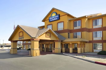 Hotel - Days Inn & Suites by Wyndham Surprise
