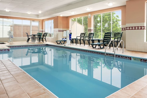__{offers.Best_flights}__ Country Inn & Suites by Radisson, Cuyahoga Falls, OH