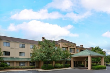 Book Courtyard by Marriott Columbia Northeast/I-77 in Columbia.
