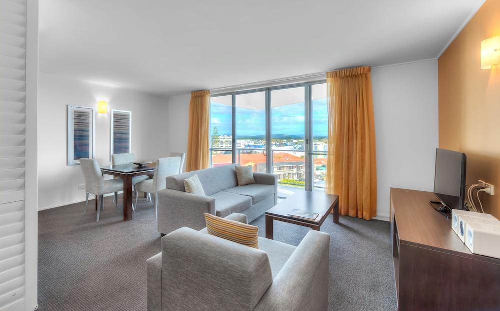 라마다 호텔 앤 스위트 발리나 바이런(Ramada Hotel and Suites Ballina Byron) Hotel Image 12 - Living Area