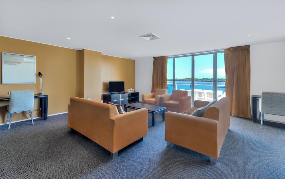 라마다 호텔 앤 스위트 발리나 바이런(Ramada Hotel and Suites Ballina Byron) Hotel Image 13 - Living Area