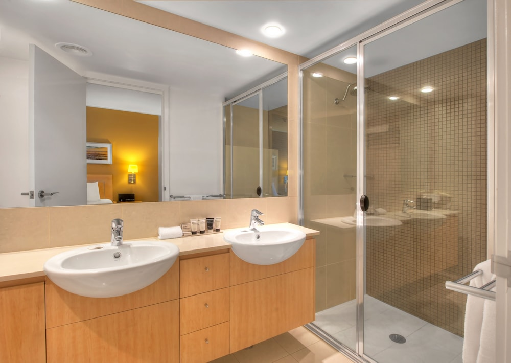 라마다 호텔 앤 스위트 발리나 바이런(Ramada Hotel and Suites Ballina Byron) Hotel Thumbnail Image 38 - Bathroom