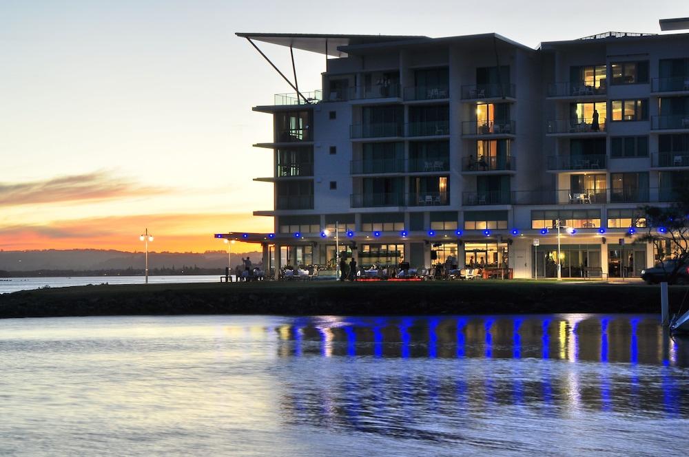 라마다 호텔 앤 스위트 발리나 바이런(Ramada Hotel and Suites Ballina Byron) Hotel Image 29 - Hotel Bar