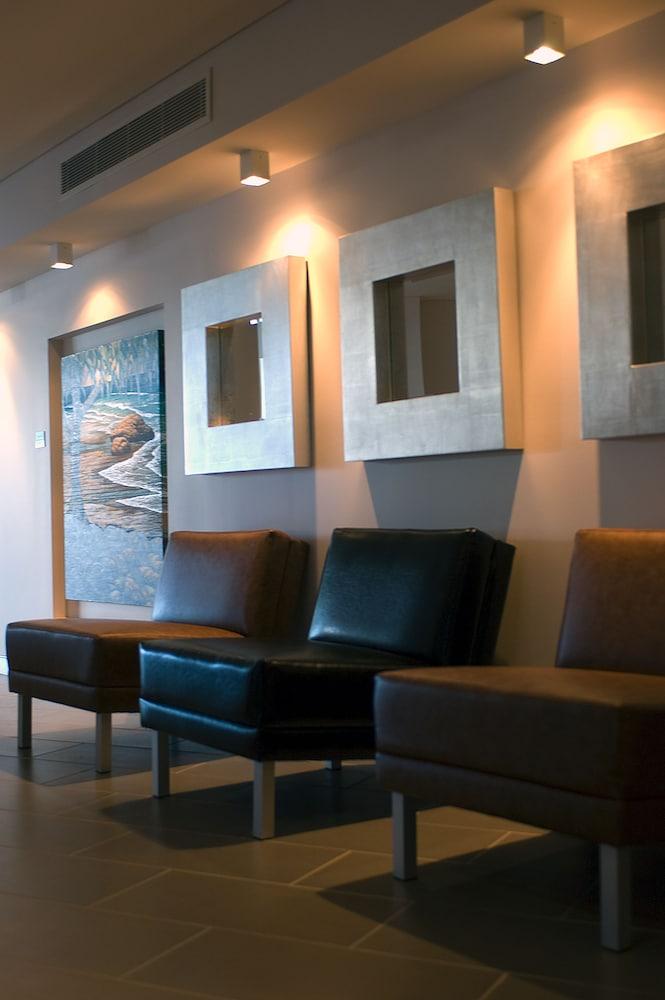 라마다 호텔 앤 스위트 발리나 바이런(Ramada Hotel and Suites Ballina Byron) Hotel Image 2 - Lobby Sitting Area
