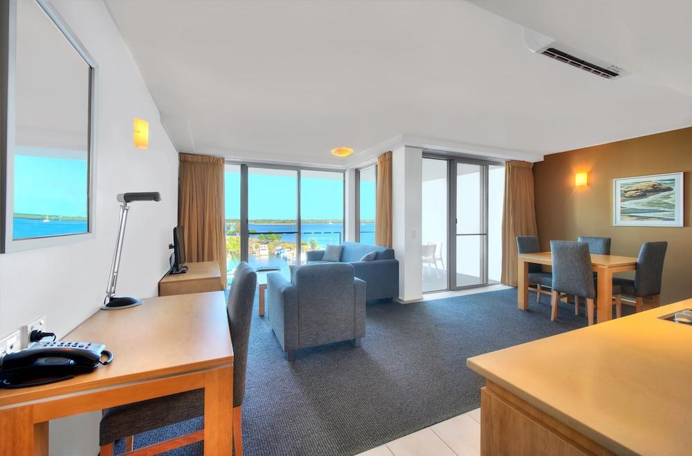 라마다 호텔 앤 스위트 발리나 바이런(Ramada Hotel and Suites Ballina Byron) Hotel Image 14 - Living Area