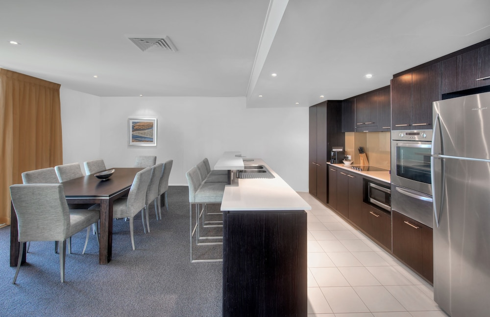 라마다 호텔 앤 스위트 발리나 바이런(Ramada Hotel and Suites Ballina Byron) Hotel Image 11 - In-Room Kitchen