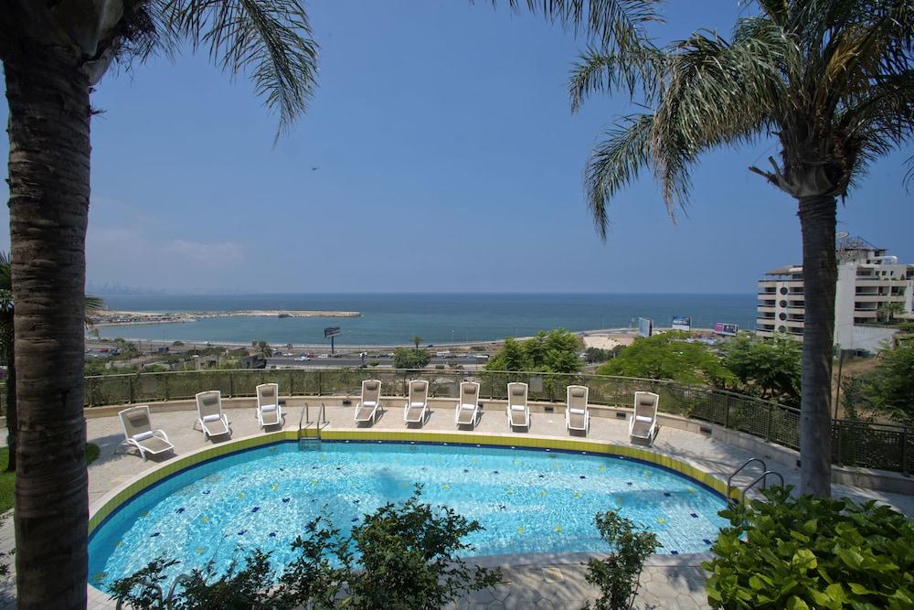 https://i.travelapi.com/hotels/1000000/1000000/992000/991961/126de199_z.jpg