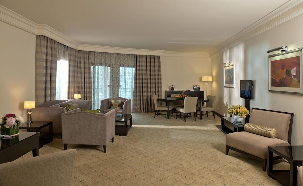 https://i.travelapi.com/hotels/1000000/1000000/992000/991961/1eae47a9_z.jpg