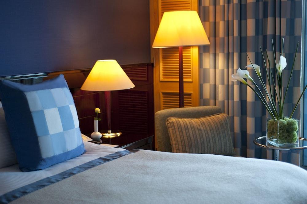 https://i.travelapi.com/hotels/1000000/1000000/992000/991961/438fa0d0_z.jpg